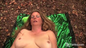 BBW Jade Cumming In The Wild